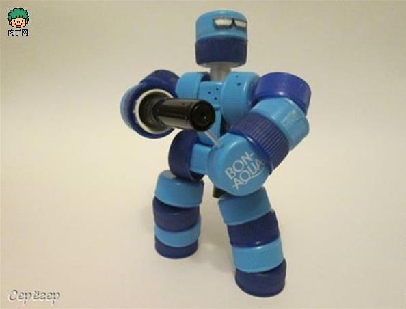 塑料瓶盖手工制作的机械战警机器人玩具diy做法图解